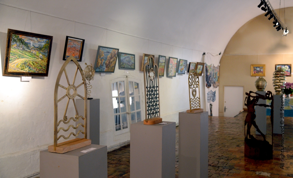 Steenhuis Ruffato sculptures and paintings in the gallery