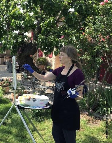 Workshopper oil painting in a french provençal garden